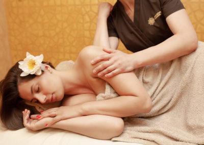 Nugaros arba kojų giliujų audinių masažas