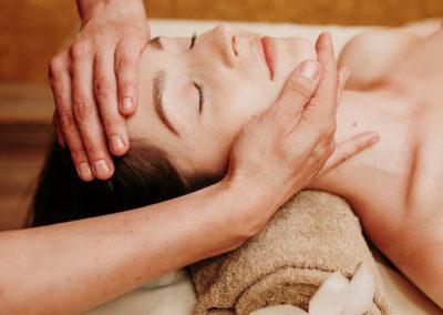 Japoniškas terapinis veido masažas Kobido
